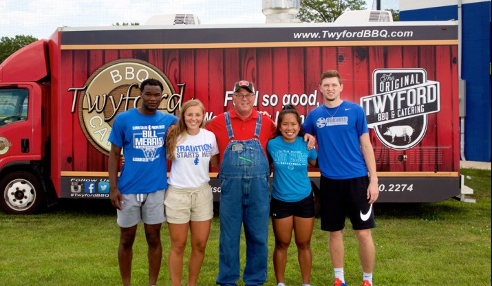 Twford BBQ truck and students